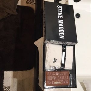 Gorgeous NWT Steve Madden wallet & scarf